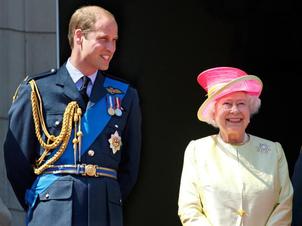 Фото №1 - Ради счастья внука: в чем Королеве пришлось уступить Уильяму после его свадьбы с Кейт