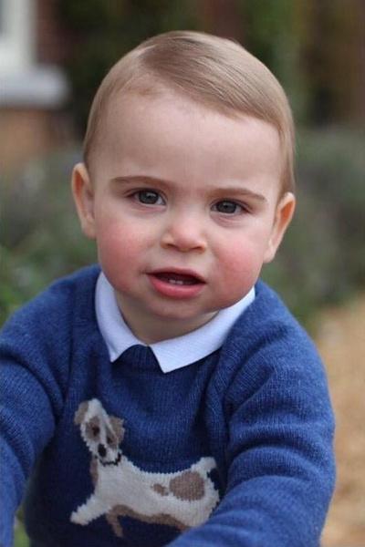 Фото №1 - Мамины глаза: Кейт Миддлтон и принц Уильям представили новые фото принца Луи в честь его первого дня рождения