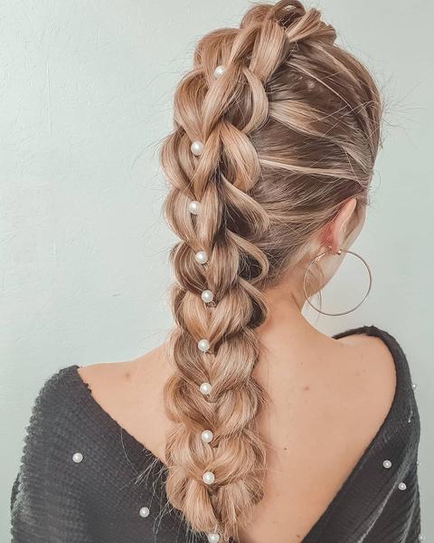Фото №3 - Прически с косами: 8 стильных вариантов на лето