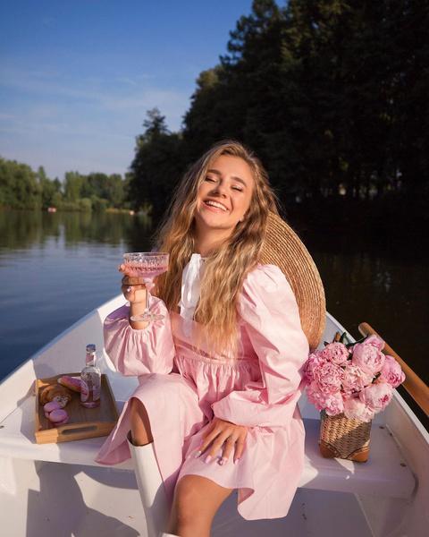Фото №2 - Как накраситься на пикник: повторяем нежный макияж Кати Адушкиной 🌸