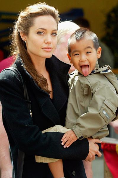 Анджелина Джоли усыновила старшего сына в 2002 году