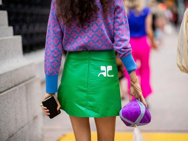 Фото №2 - С чем носить мини-юбки: 8 стильных сочетаний на любой случай