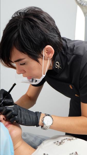 Фото №2 - Преимущества и отличия Microblading PhiBrows от обычной техники перманентного макияжа бровей