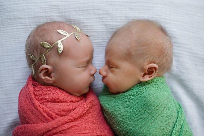 Фото №1 - До слез: фото близнецов, один из которых прожил 11 дней