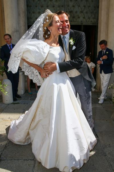 Фото №3 - Платье от Valentino и диадема с позапрошлого века: принцесса Лихтенштейна вышла замуж