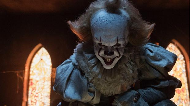 Фото №1 - Самые жуткие и пугающие ужастики про клоунов-убийц 🔪