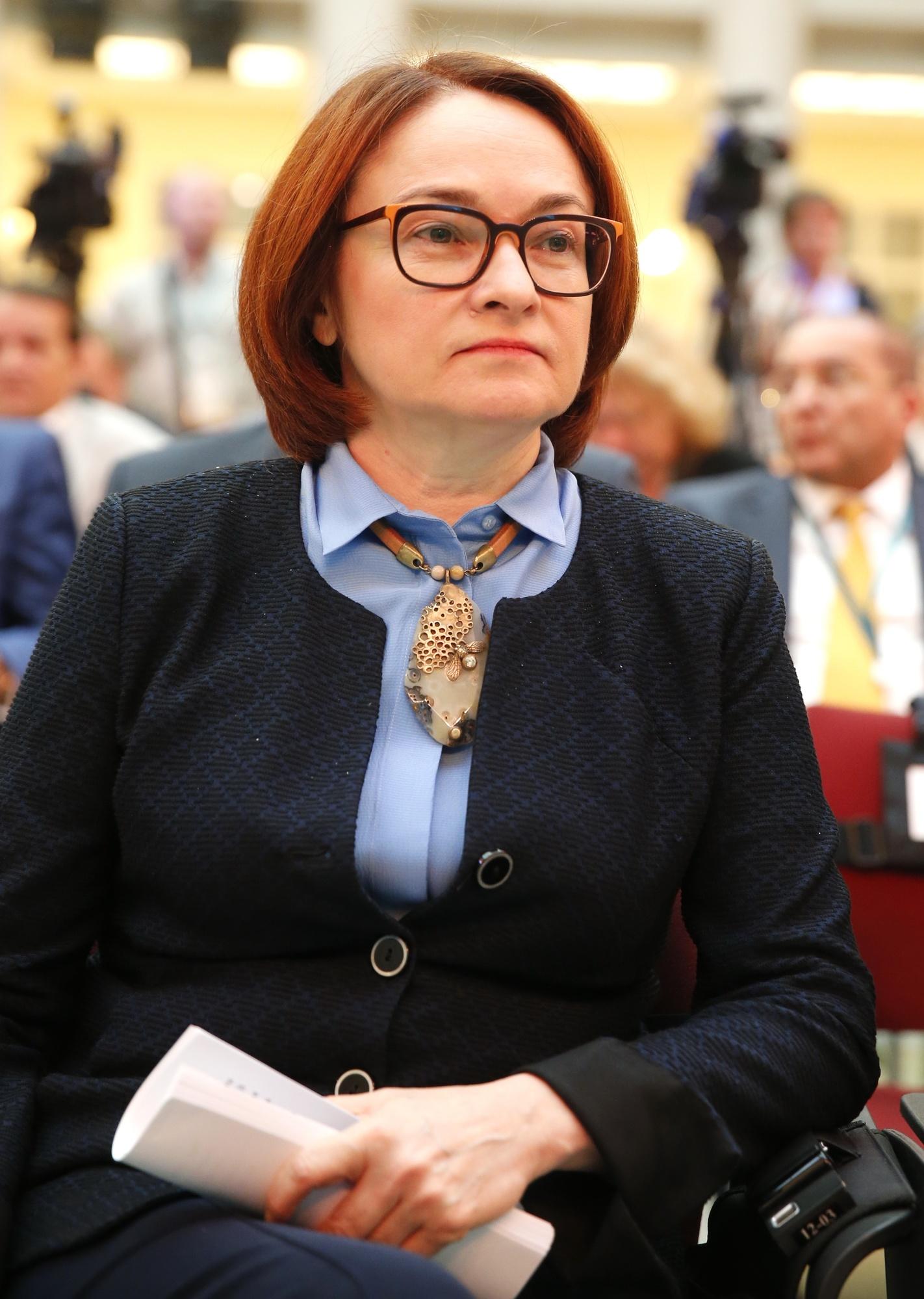 «Символ устойчивости»: в Сети обсуждают брошь-неваляшку Эльвиры Набиуллиной