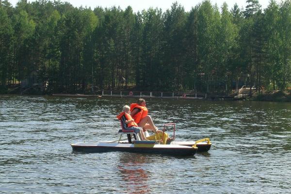 Фото №1 - Водные прогулки в Ижевске: арендуем лодки и катамараны