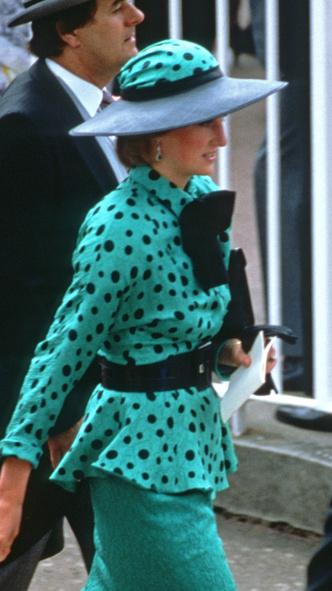 Фото №8 - Полька-дот: как королевские особы носят трендовый «горох»
