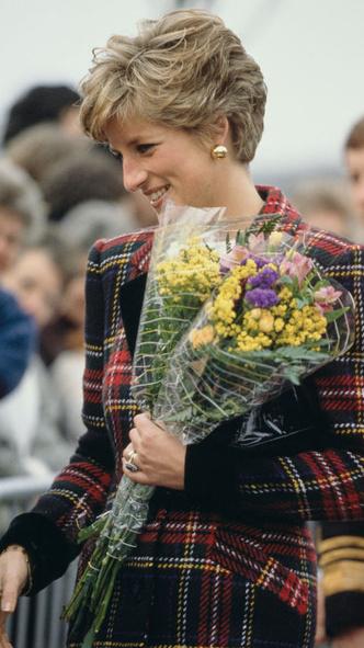 Фото №3 - Подражая Диане: наряды Кристен Стюарт в роли принцессы Уэльской