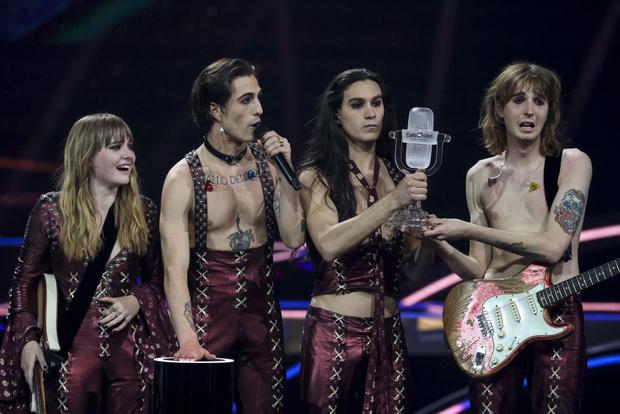 Фото №1 - Да пребудет с вами лунный свет! Что нужно знать про победителей «Евровидения 2021»— группу Maneskin?