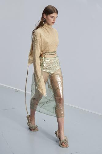 Фото №6 - Хит сезона: 5 способов носить прозрачные вещи и не выглядеть вульгарно