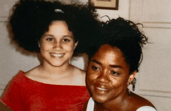 Фото №15 - 16 доказательств любви: трогательные кадры Меган Маркл и ее матери