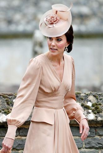 Фото №31 - Гардероб на миллион: самые дорогие наряды герцогини Кейт