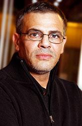 Абделатиф Кешиш, французский режиссер и актер тунисского происхождения, лау-реат двух премий «Сезар» за фильмы «Увертка» (2003) и «Кус-кус и барабулька» (2007), в этом году за фильм «Жизнь Адель» ему вру-чена «Золотая пальмовая ветвь» Каннского фестиваля.