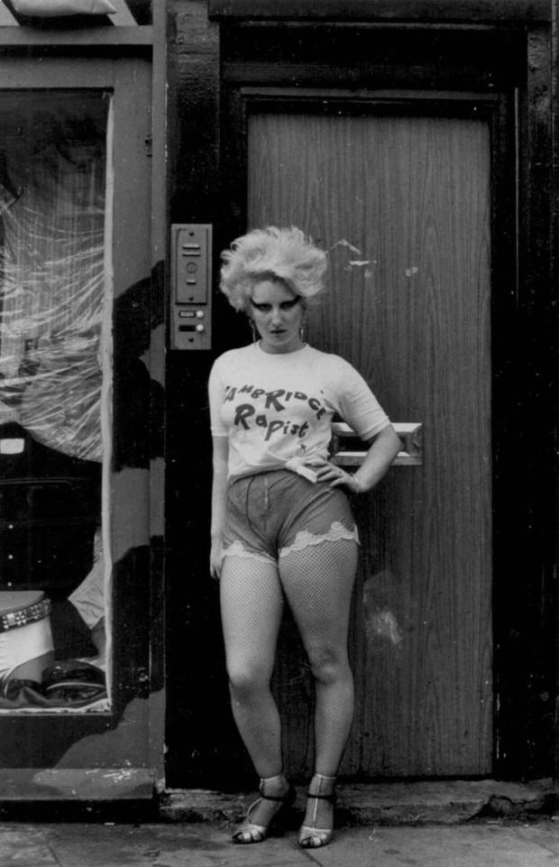 Фото №2 - Дэнни Бойл для нового фильма обезобразил Арью Старк до неузнаваемости