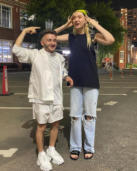 Фото №1 - Как собрать модный летний образ с банданой: показывает Маша Миногарова