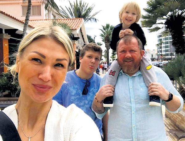 Мария и Константин Ивлевы с детьми