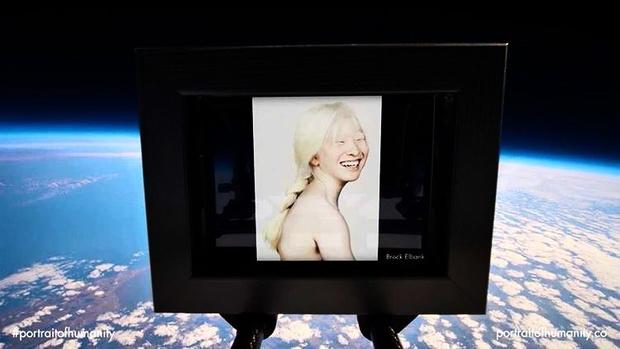 Фото №2 - Девочку-альбиноса подкинули в детдом— она выросла и стала супермоделью