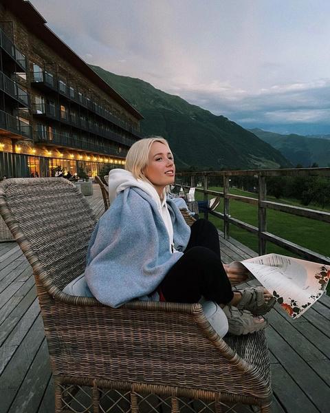 Фото №3 - Что носить в августе: три образа для идеального отдыха от Клавы Коки