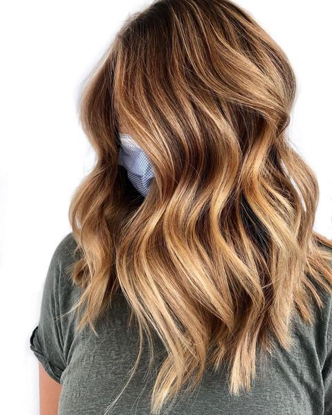 Фото №3 - Карамельный цвет волос: идеи окрашивания, которые ты захочешь повторить