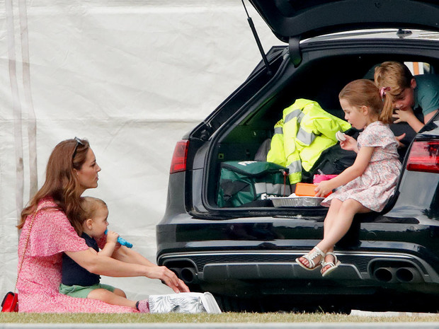 Фото №3 - «Диванная тактика»: особый секрет воспитания детей от Уильяма и Кейт