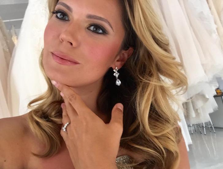Катя Жаркова в свадебном платье