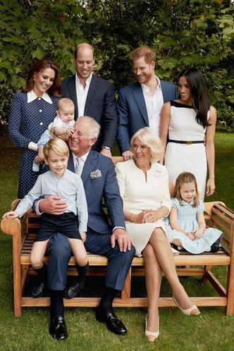 Фото №3 - Идеальный дедушка: самая трогательная традиция принца Чарльза и его внуков