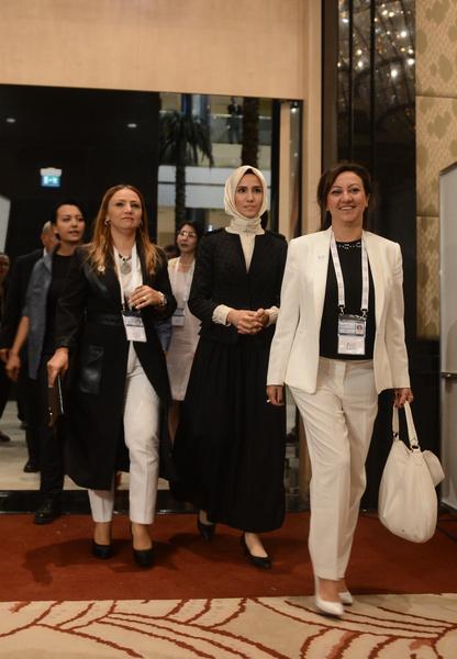 Фото №10 - Как одеваются дочери президентов: от сестер Алиевых до Айшат Кадыровой