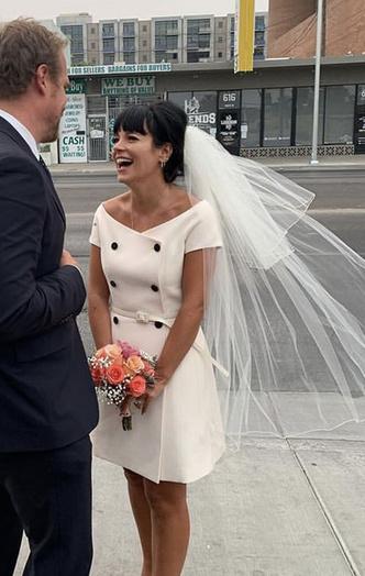 Фото №4 - Самые нелепые свадебные наряды звезд: 18 фото
