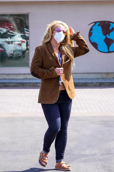 Фото №2 - Неопрятная и растолстевшая: редкий выход Бритни Спирс в люди