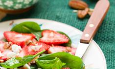 Салат из клубники с шпинатом