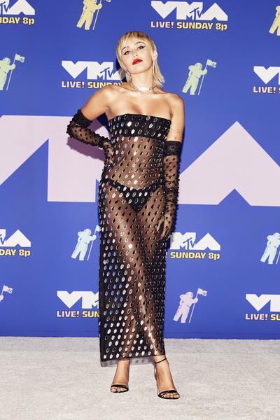 20 самых чувственных платьев звезд 2020 года
