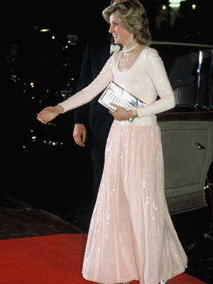 Фото №25 - От персикового до фуксии: как принцесса Диана носила розовый цвет (и почему он ей так шел)