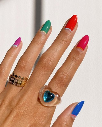 Фото №13 - Самый летний тренд: как носить пластиковые кольца, как у Беллы Хадид и Дуа Липы