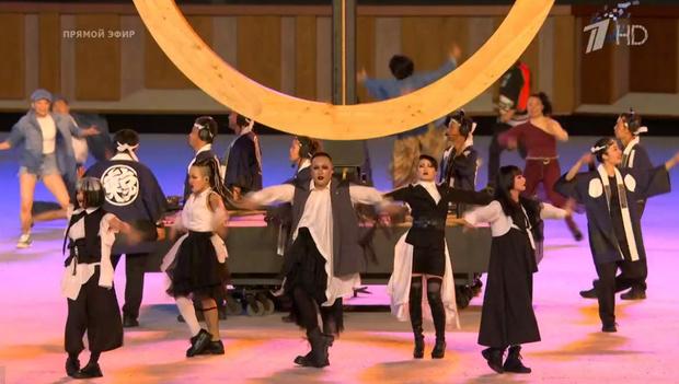 Фото №2 - Танцы ча-ча-ча, выступление актеров кабуки: как прошло открытие Олимпиады-2020 [прямая трансляция]