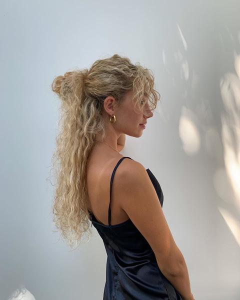 Фото №2 - Бьюти-хак: как поддерживать блонд, чтобы волосы выглядели классно