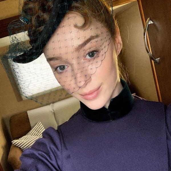 Фото №1 - С кем встречается Фиби Дайневор из «Бриджертонов»: любовная история актрисы 💕