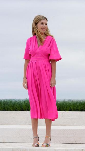 Фото №7 - Дебют Кэрри Симондс: лучшие образы новой Первой леди Британии на саммите G7