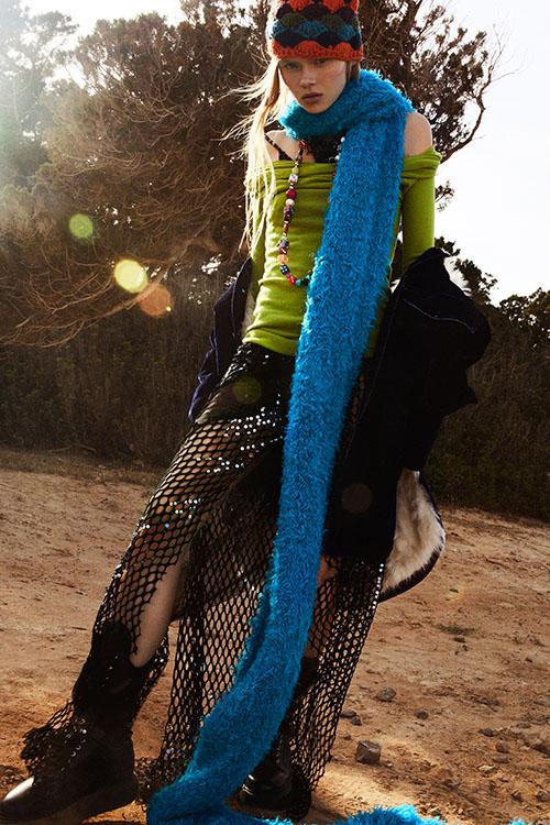 Фото №24 - Цветные шубы, вязаные брюки и венец из перьев: коллекция Attico осень-зима 2021