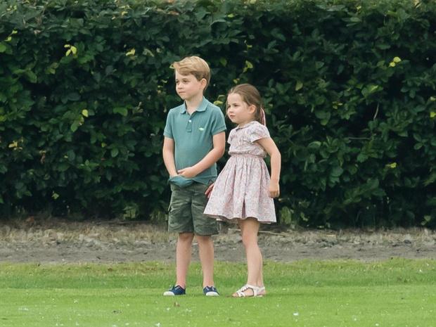 Фото №2 - К какой королевской традиции приучают принца Джорджа (и почему Диане бы это не понравилось)