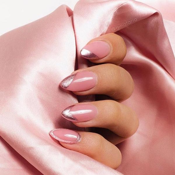 Фото №5 - Розовое золото: 39 стильных и модных идей нарядного маникюра