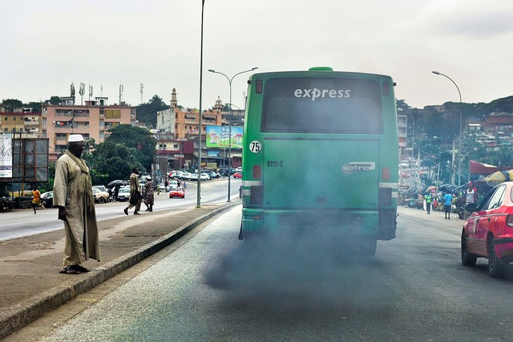 Фото №2 - Почему из выхлопной трубы валит черный дым