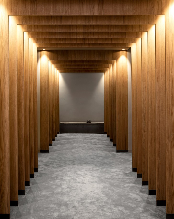Фото №2 - Магазин мужской одежды по проекту Norm Architects