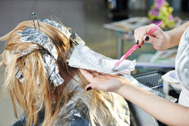 Фото №1 - Шведские ученые советуют поменьше пользоваться краской для волос