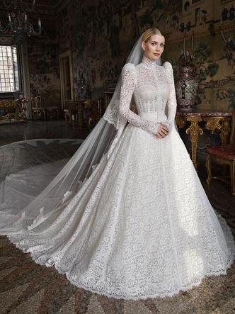 Фото №2 - Королевский размах: шесть свадебных платьев леди Китти Спенсер
