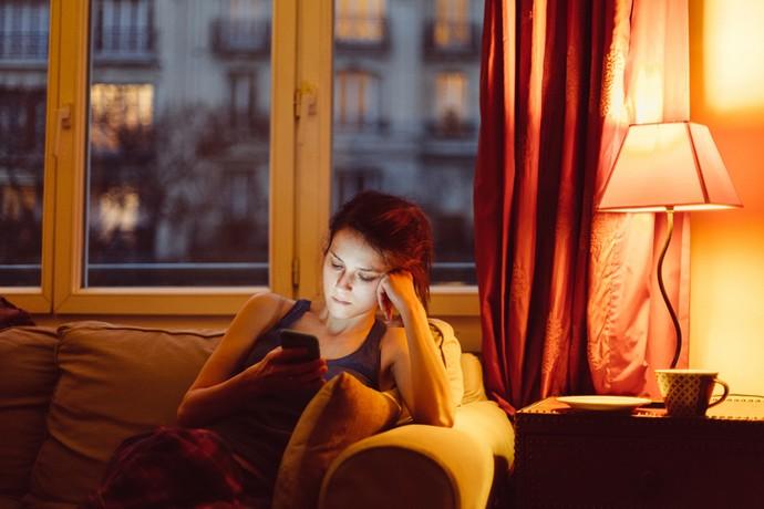 «Почему он мне не пишет»: жестокие игры онлайн-знакомств