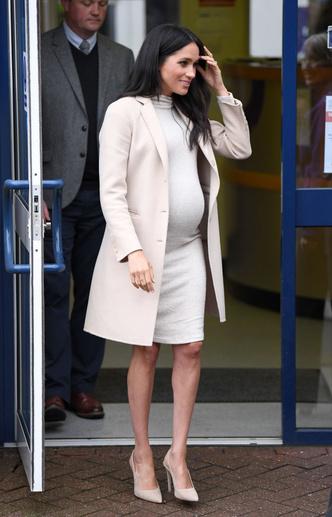 Фото №9 - Стиль беременной Маркл: пальто из секонд-хенда
