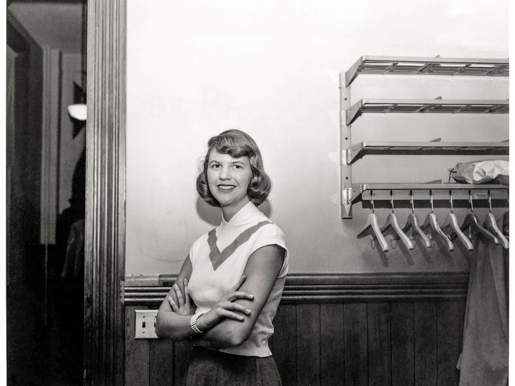 Фото №2 - Под стеклянным колпаком: короткая жизнь и яркая звезда Сильвии Плат