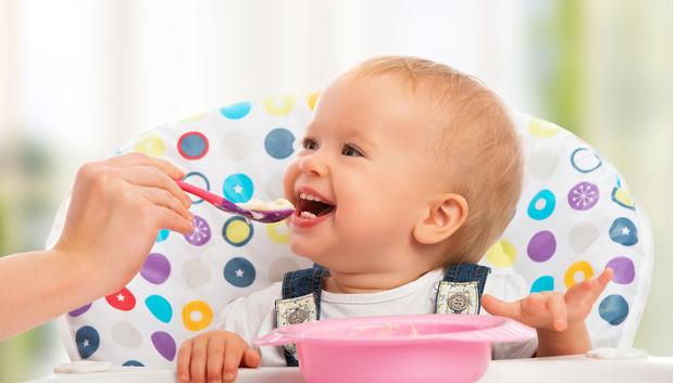 Фото №1 - Дети, которых кормят из ложечки, более склонны к полноте